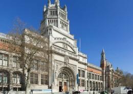 Victoria and Albert Museum, Londra, pavimenti, rivestimenti scale