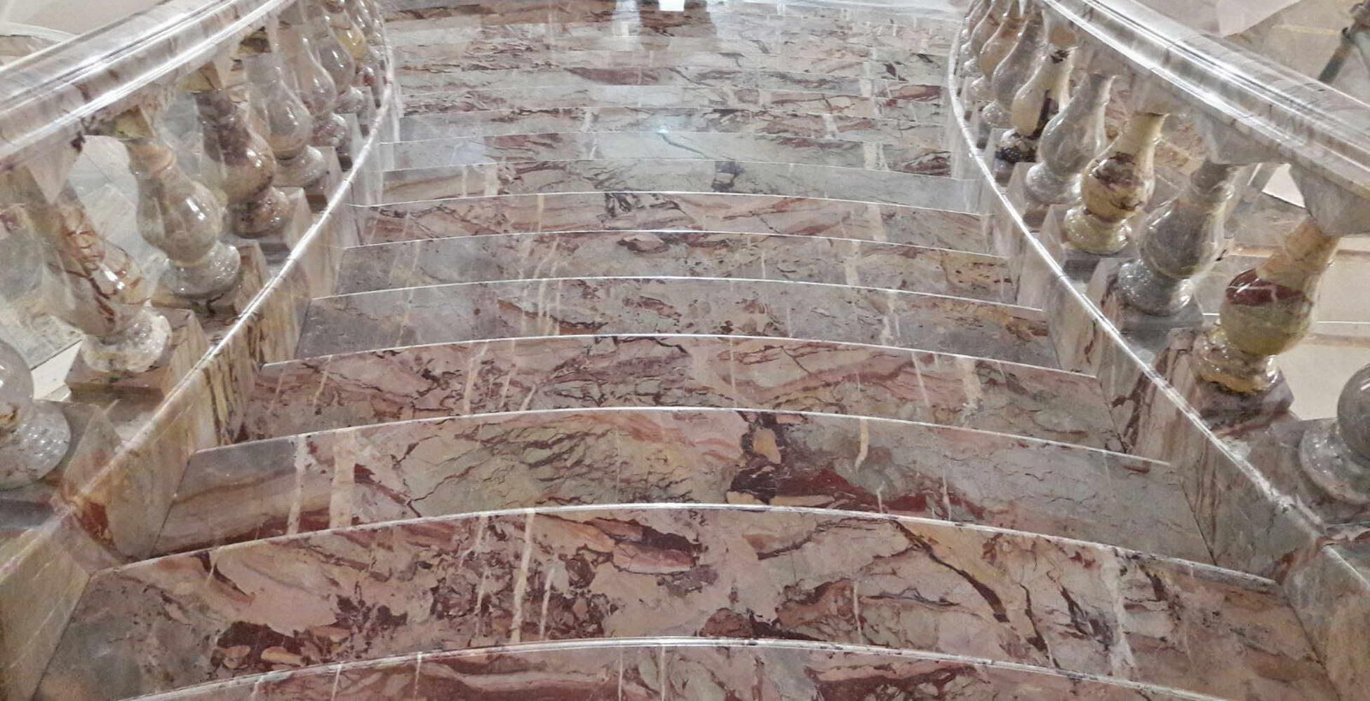 Camini angolari design - Scale in marmo ...